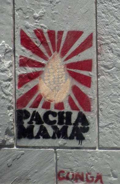 Grafiti in Lima Thema Pacha Mama Conga (Cajamarca und das Newmont Mining Projekt Conga.)