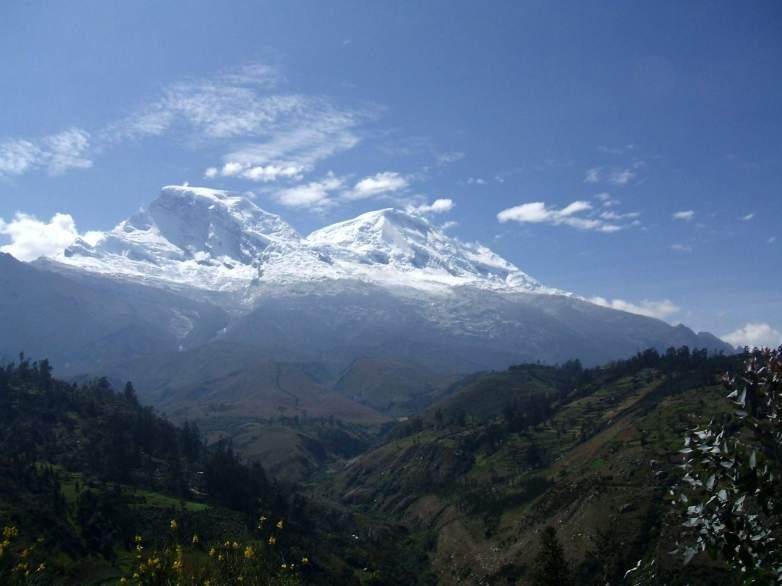 Nevado Huascaran der höchste Gipfel von Peru in der weissen Kordiliere.