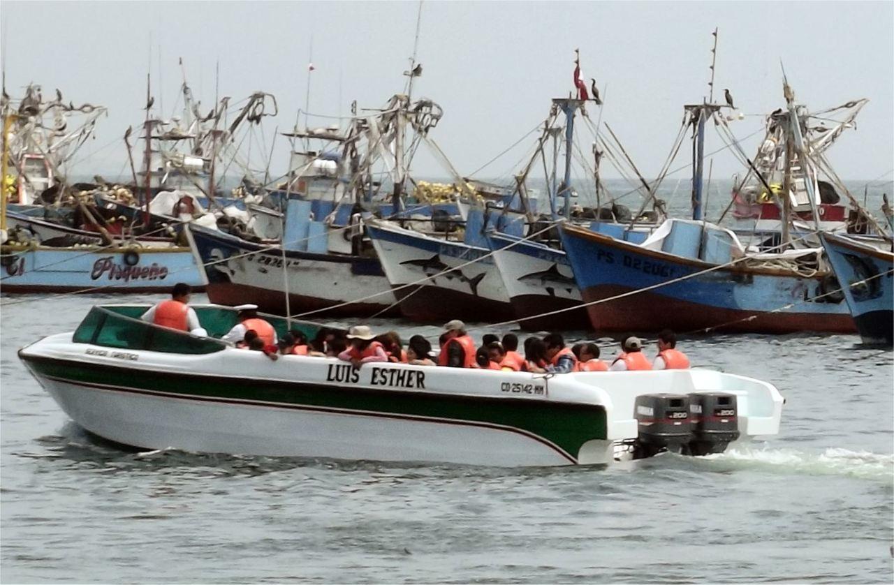 Ballestas Boot und Fischkutter - Peru -