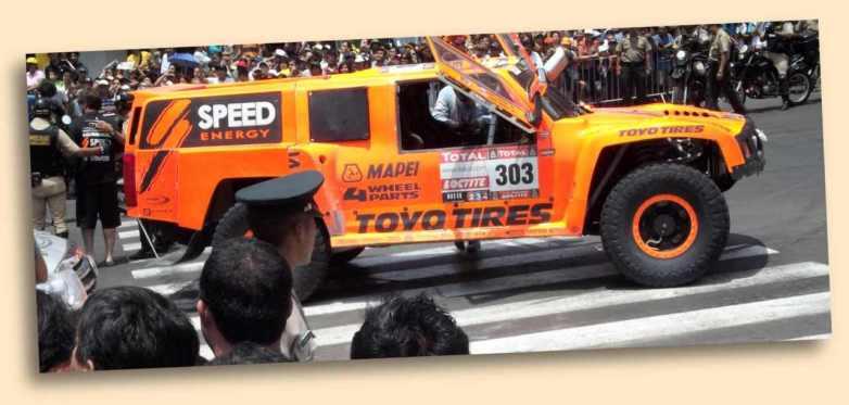 Hummer von Robby Gordon bei der Rally Dakar 2012 im Zentrum von Lima.