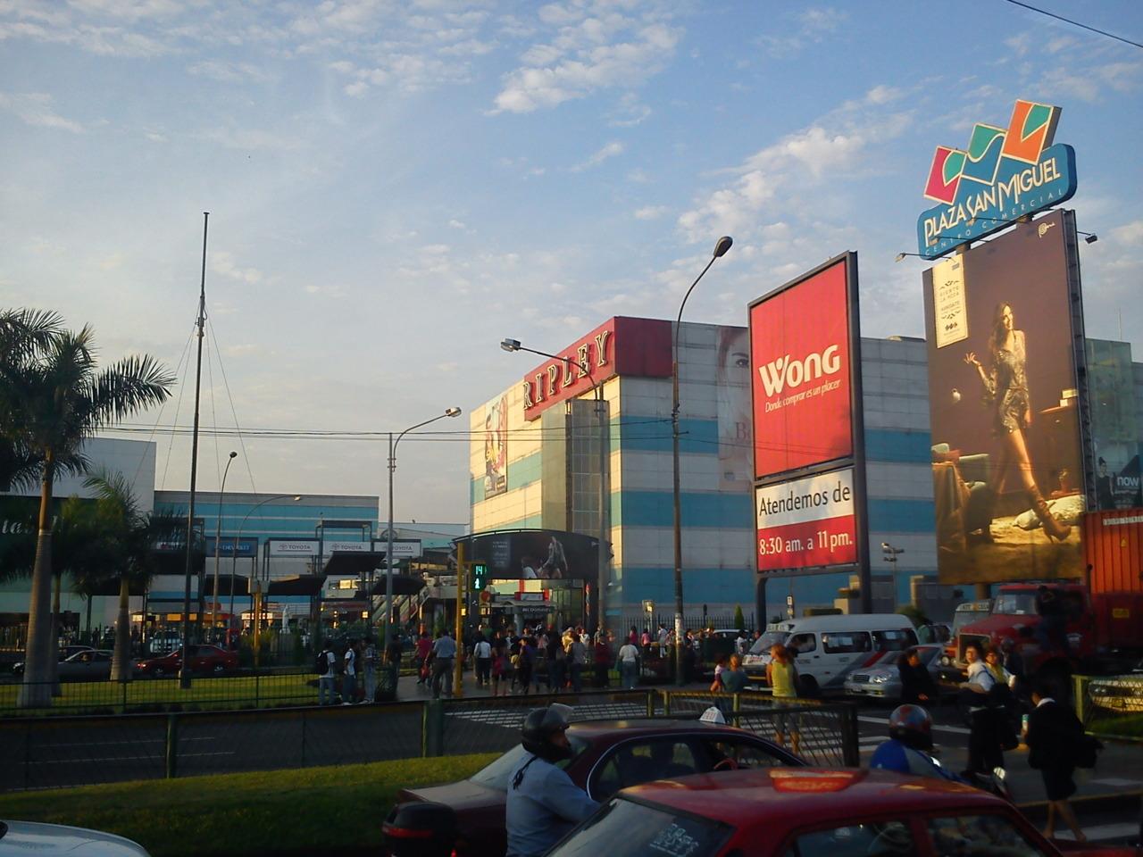 Lima, Plaza San Miguel, Ripley, Wong, Haupt-Verkehrs-Straße