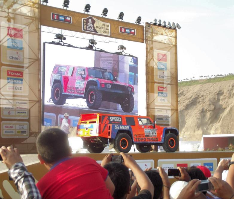Robby Gordon + Dakar Village Podium.