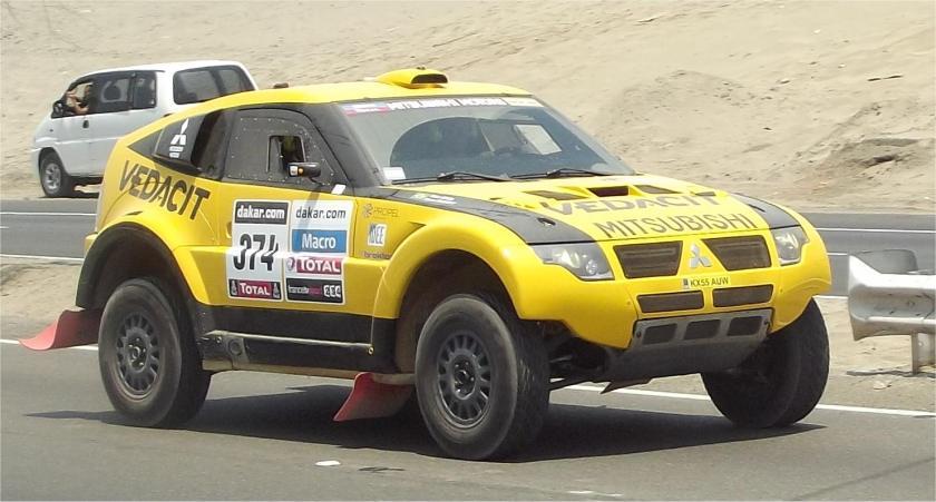 Marco-Baumgart-Stroczynski_und_Cincea-Brasilien_Mitsubishi- Pajero