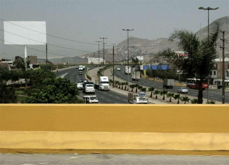 Stadtautobahn oder grosse Strasse Lima.