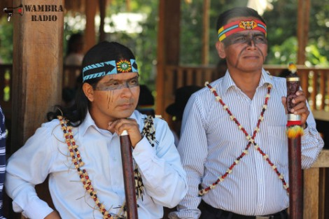 Marlon Santi, Politiker und führende Persönlichkeit der indigenen Bewegung Ecuadors mit dem Präsidenten Sarayakus, Felix Santi.