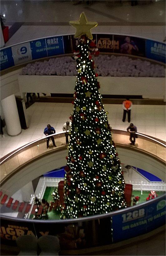 Weihnachtsbaum in Lima.