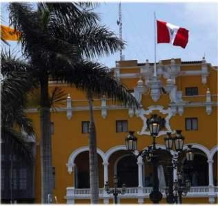 Lima Stadtzentrum mit Rathaus im Hintergrund