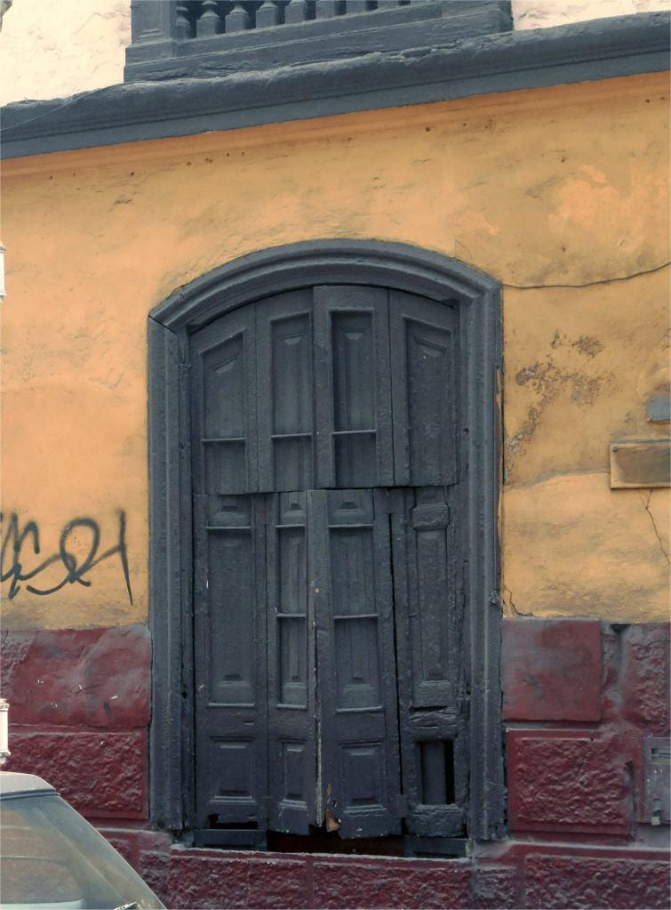 Tür in Lima.