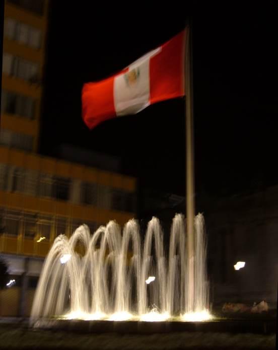 fuente centro lima, bandera Peru