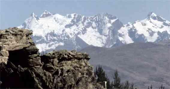 schneebedeckte Anden Gipfel.